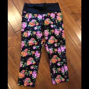 Betsey Johnson Floral S Capri Leggings